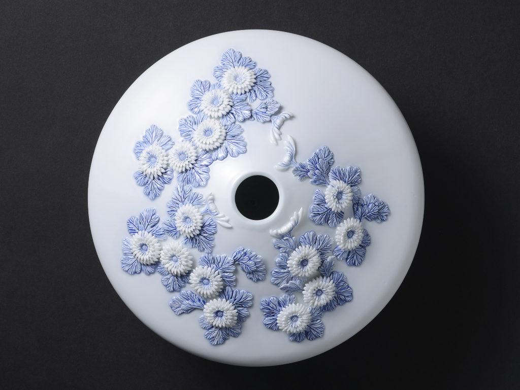 平戸菊花飾染付花瓶「二代目和風総本家」にて放映された花瓶 上から