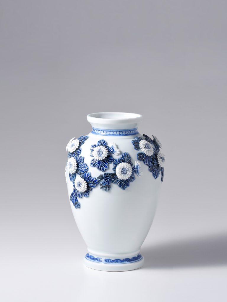 叙勲記念作品 平戸菊花飾染付花瓶