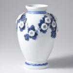 叙勲記念記念作品「平戸菊花飾染付花瓶」